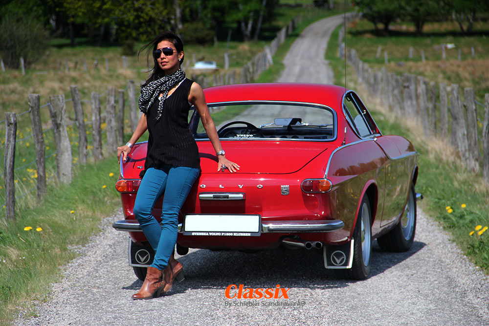 girl-with-volvo-p1800.jpg